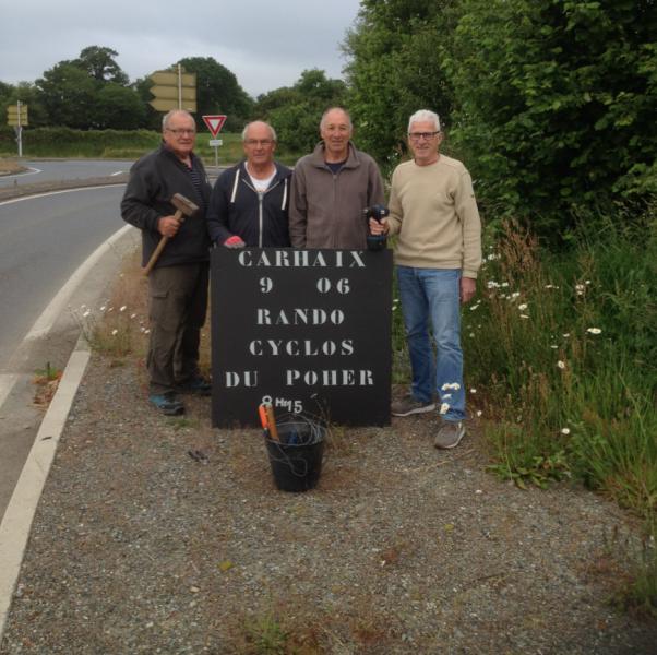 Photo de l equipe de pose des panneaux annonce de la cps du 9 juin copie